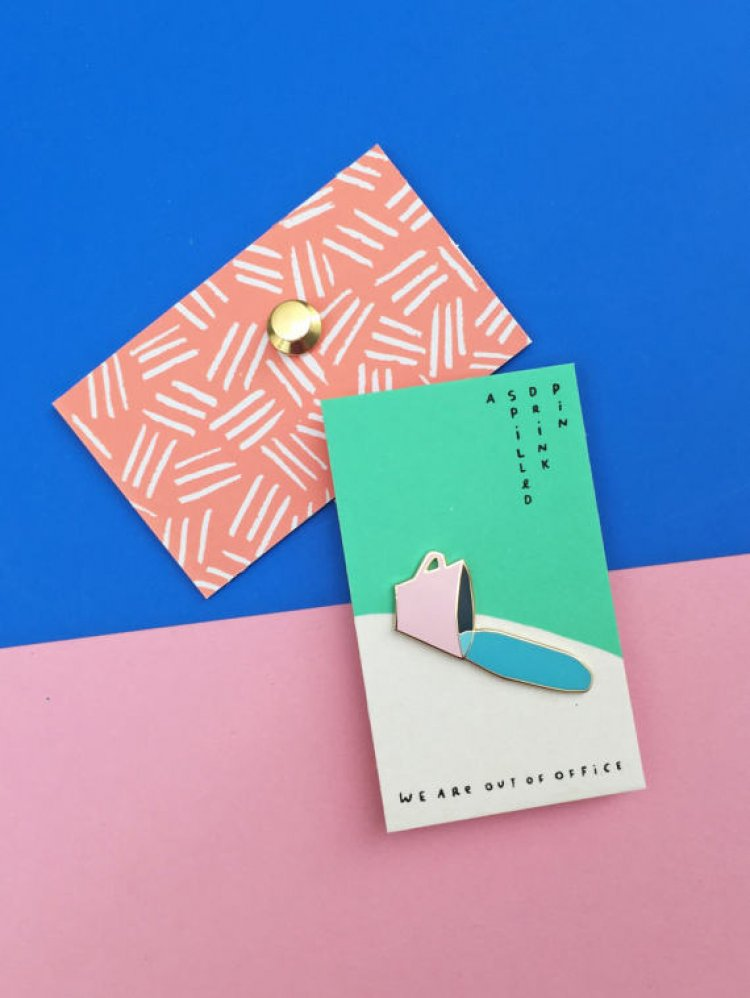 design-pins-we-are-out-of-office-02